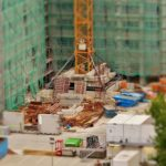 Właściwie z aktualnymi przepisami świeżo tworzone domy muszą być gospodarcze.